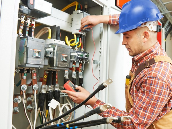 Things to Consider While Hiring an Electrical Contractor