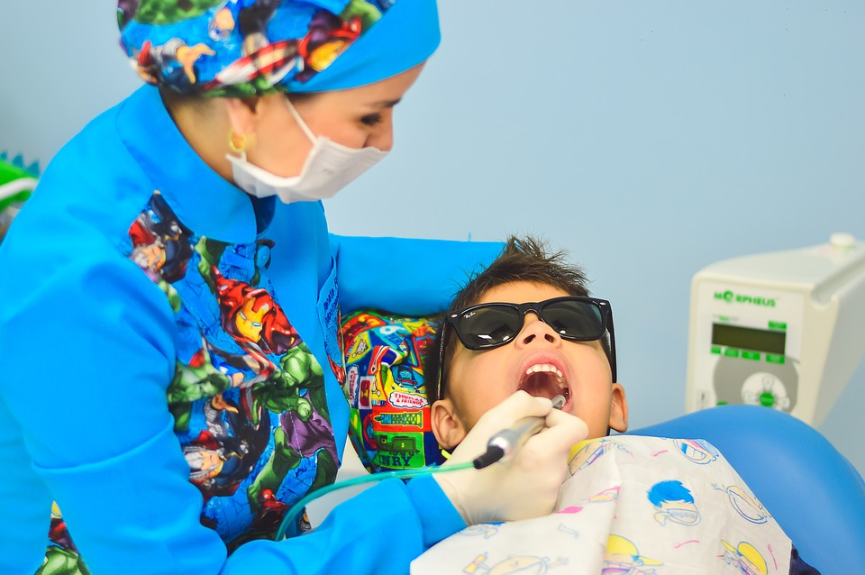 Beating Bad Breath: 4 Parenting Tips To Help Your Kids Care For Their Teeth